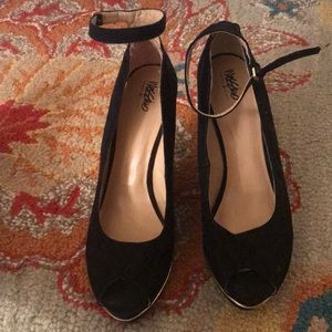 Black gold trim peep toe heels